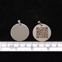 """Edelstahl Halskettenanhänger """"Rund"""" (30 mm) mit Ihrem dynamischen Grappt-Notfall-QR-Code"""